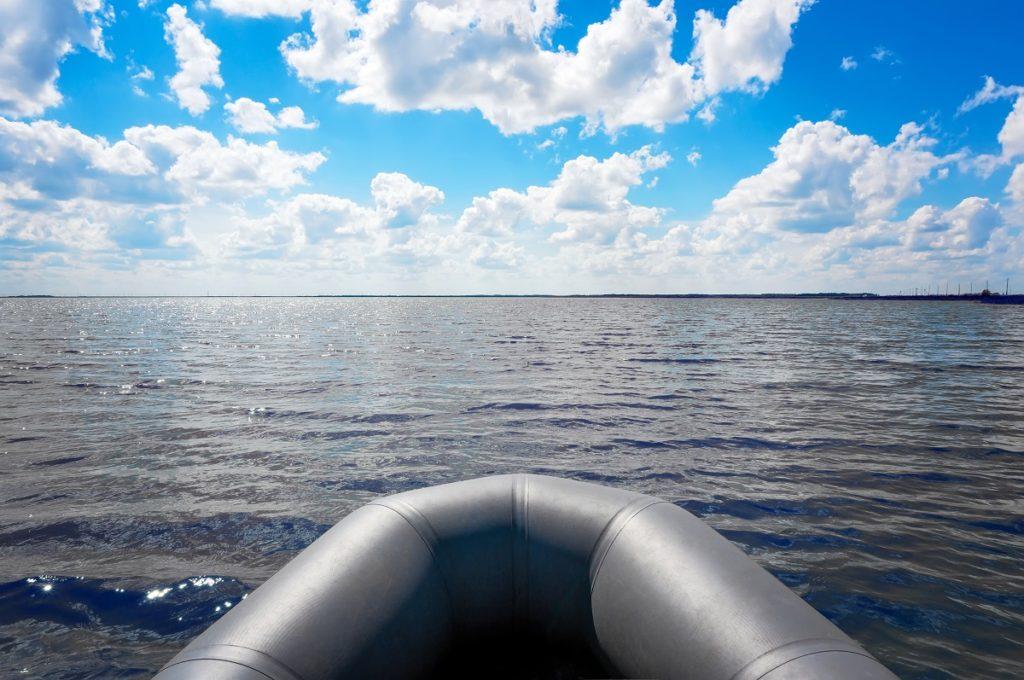 Dlaczego warto wybrać ponton z kilem?